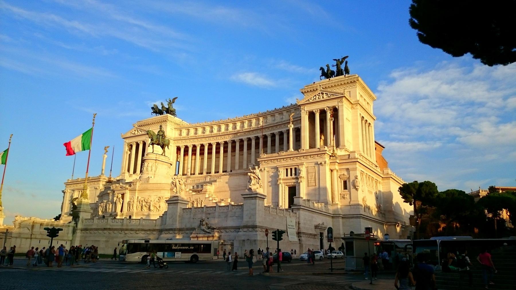 Il Monumento nazionale a Vittorio Emanuele I 35I