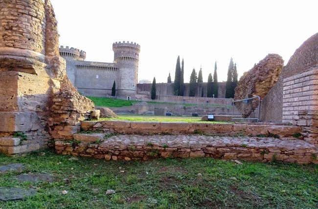 Rocca Pia 35